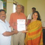Mrs. Sucharita R. Hegde, Trustee and Managing Editor, presented the OIOP Club membership certificate to the Principal Mr. Suresh Kanu Dhavle, and Chairman, SKS Chakshu Foundation, Mr. Nirbhay Jain