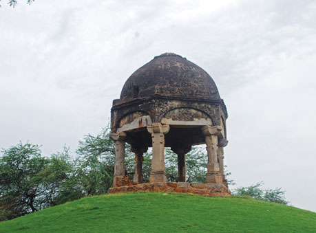 Metcalf's Folly or domed structure is found in the Mehrauli Archaeological Park