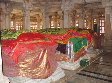 Graves of rulers in the Sarkhej Roza complex