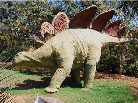 Model of a dinosaur at the Indroda Park