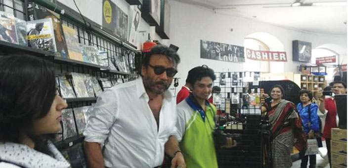 Actor Jackie Shroff pays a last visit