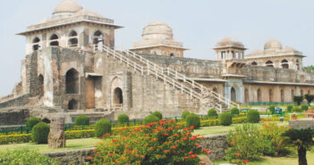 Mandu and Hanuwantiya: A ruined citadel and a lake of adventure