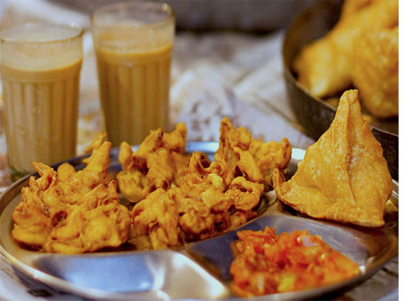Tea, pakora, samosa; the classic monsoon treats!