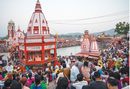 The Ganga aarti at Har ki Pauri – the ghats on both sides of the river were packed with people