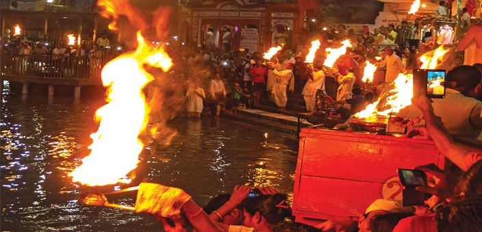 Pujaris perform the 'fire dance' at Har ki Pauri