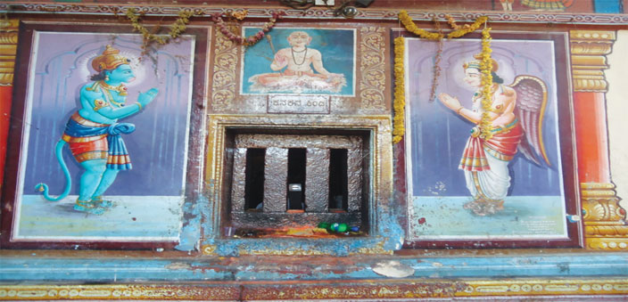 The Kanakana Kindi or Kanaka's Window   (Photo: H.V. Shiv Shankar)