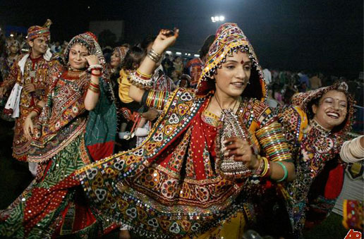A garba-raas performance