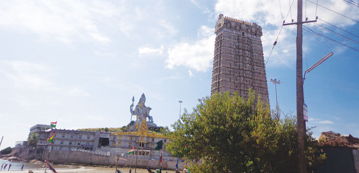 The Shiva statue and the gopuram at Murdeshwar